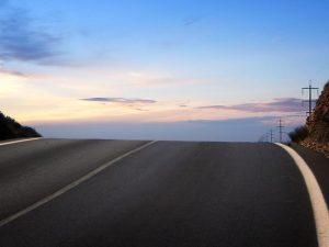 Tips Berkendara Di Jalan Berliku Dan Turunan